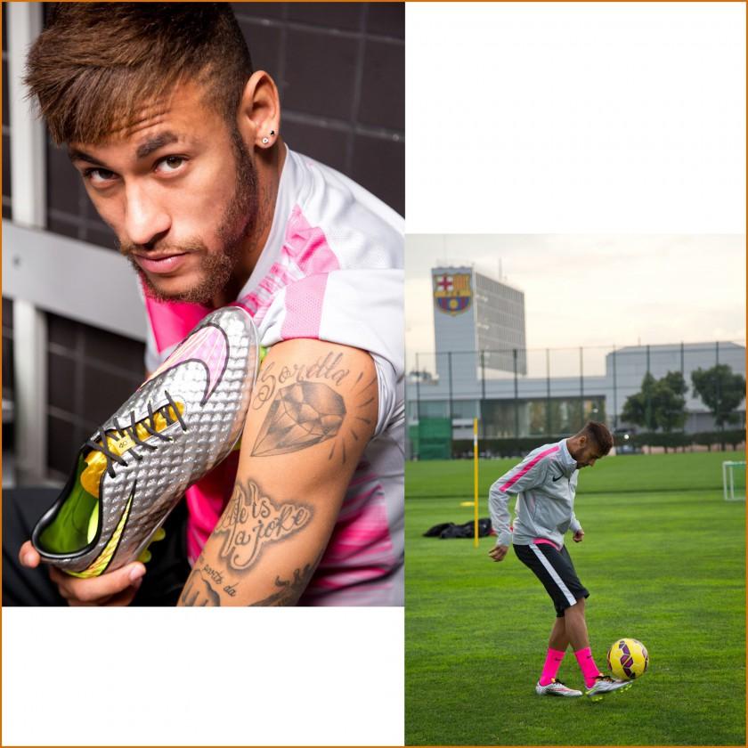 Neymar Jr. mit seinem neuesten Hypervenom Liquid Diamond Fußballschuh 2015 von Nike