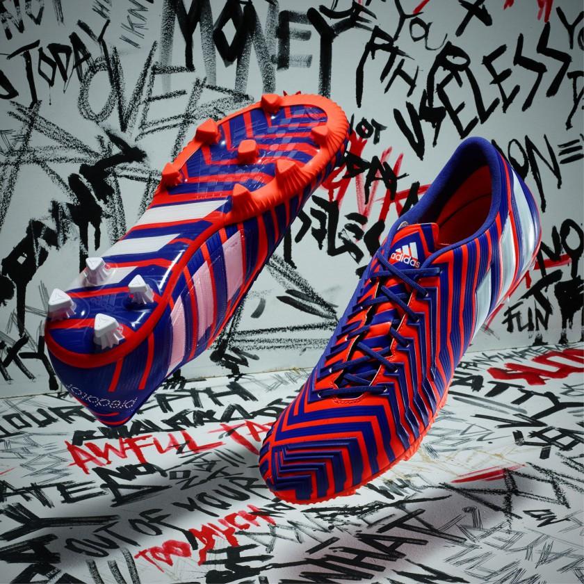 Predator Instinct Fußballschuh seite, sohle rot/blau Version 2015 von adidas