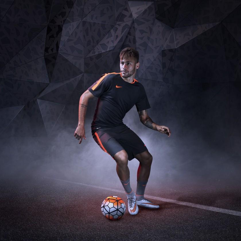 Neymar jr. Action samt Hypervenom 2 Phantom Fußballschuh 2015 von Nike
