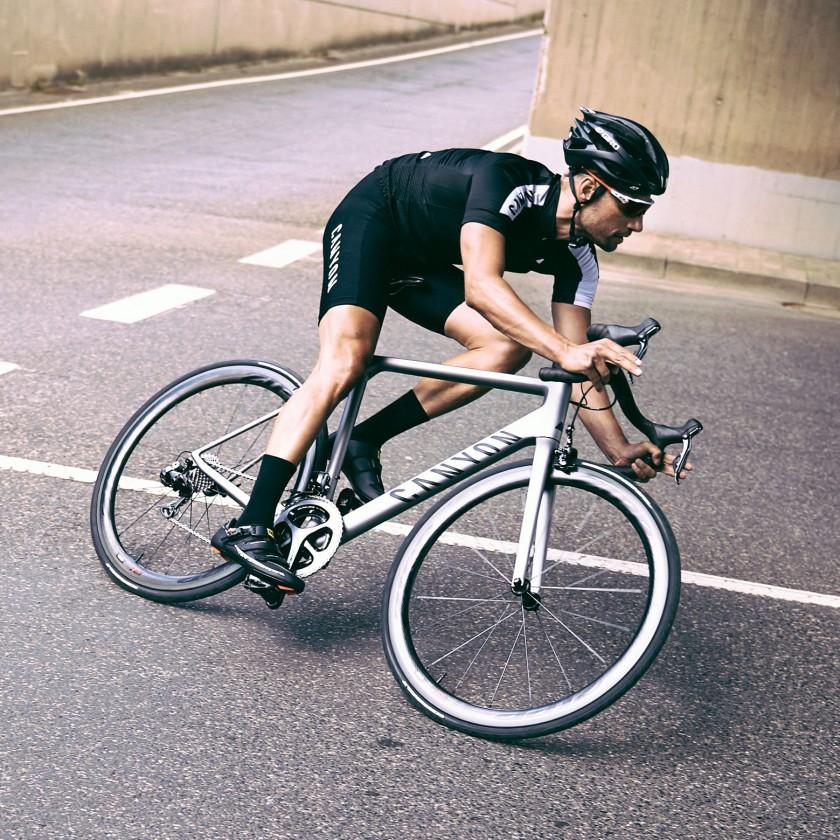 Ultimate CF SLX Rennrad Action 2015 von Canyon Bicycles
