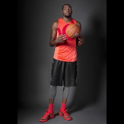 Kevin Durant in seinem neuen KD8 Basketballschuh mit Flyweave Technologie 2015 von Nike