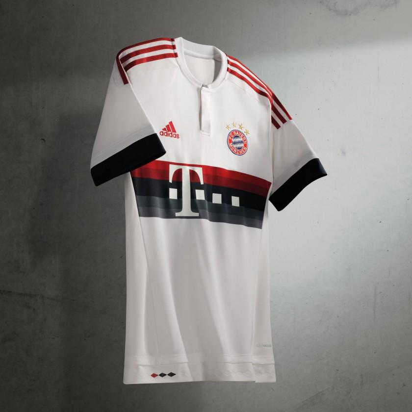 FC Bayern München Auswärtstrikot der Bundesliga-Saison 2015/16 von adidas - vorne
