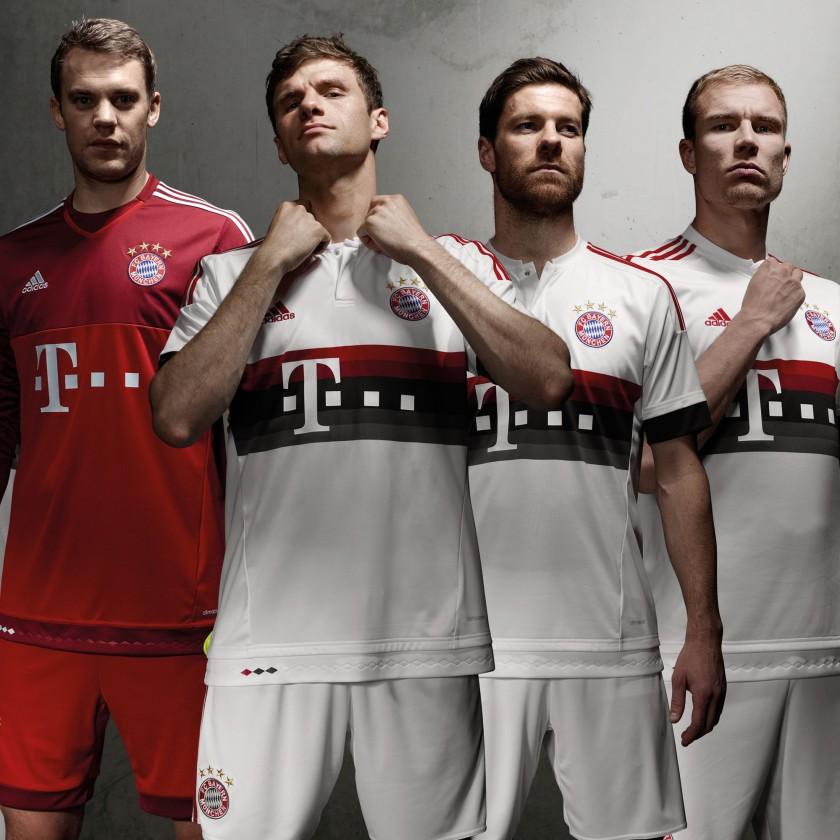 Manuel Neuer, Thomas Müller, Xabi Alonso u. Holger Badstuber im FC Bayern München Auswärtstrikot 2015/16 von adidas
