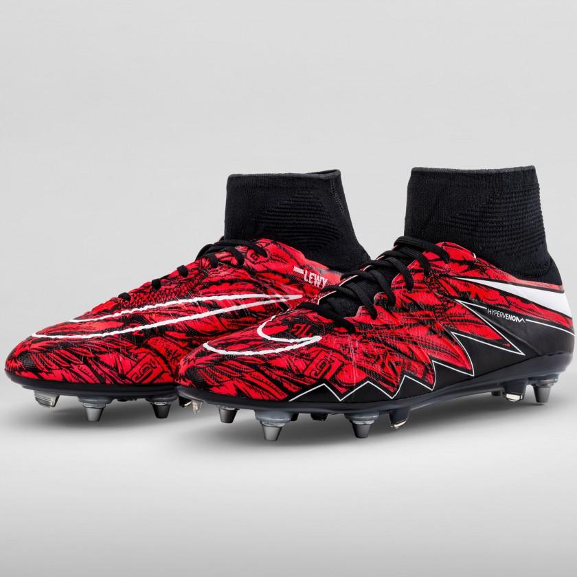 Robert Lewandowskis exklusiver Hypervenom II Phantom Fußballschuh rot/schwarz 2015 von Nike
