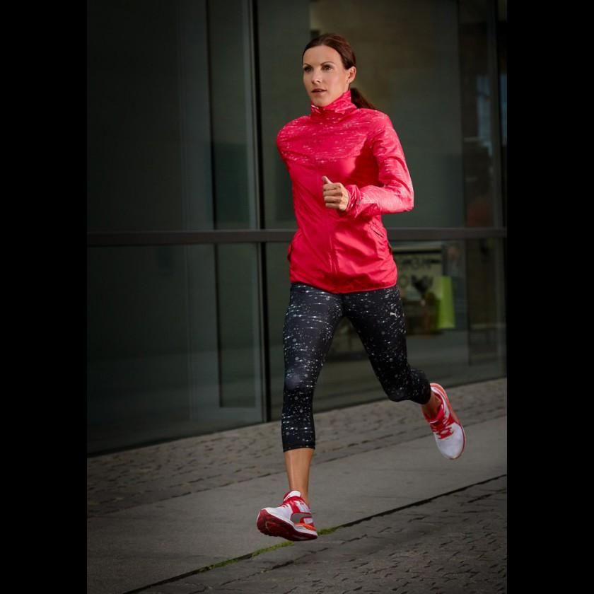 Sabrina Mockenhaupt trainiert im Speed 600 Ignite Laufschuh 2016 von Puma