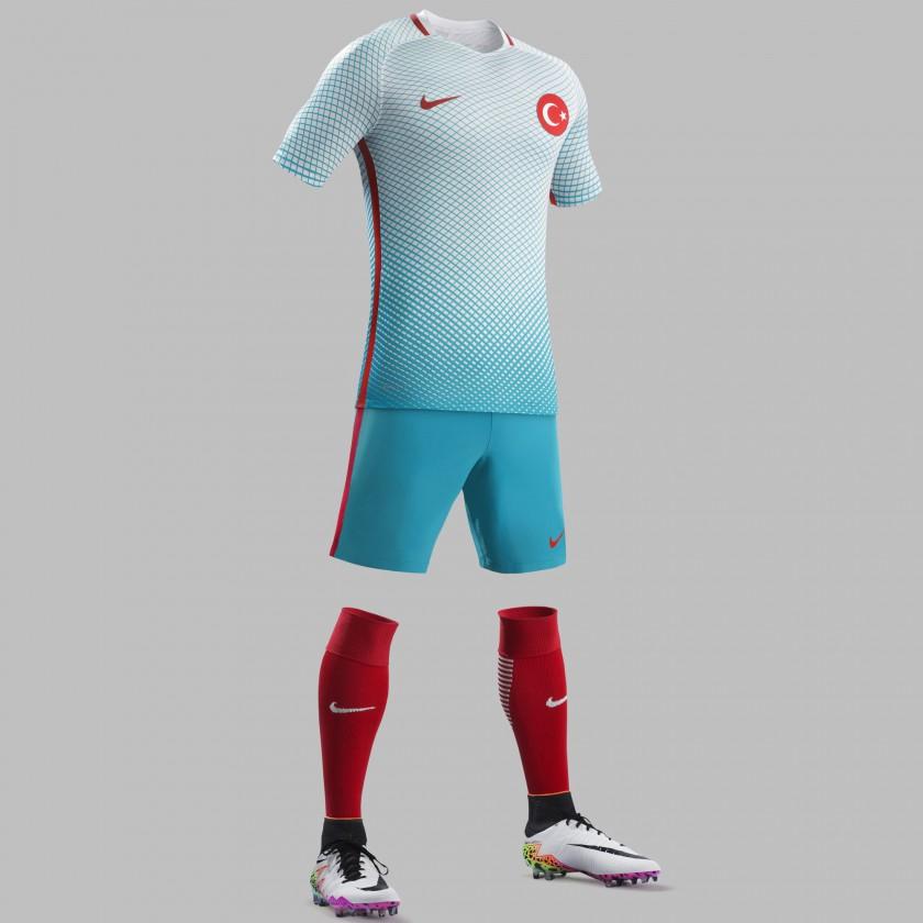 Türkei Auswärtstrikot, Shorts u. Stutzen für die EM 2016 von Nike