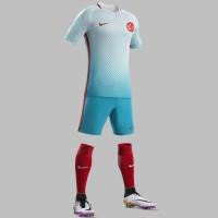 Trkei Auswrtstrikot, Shorts u. Stutzen fr die EM 2016 von Nike