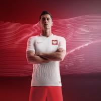 Robert Lewandowski im Heimtrikot der Polen fr die EM 2016 von Nike