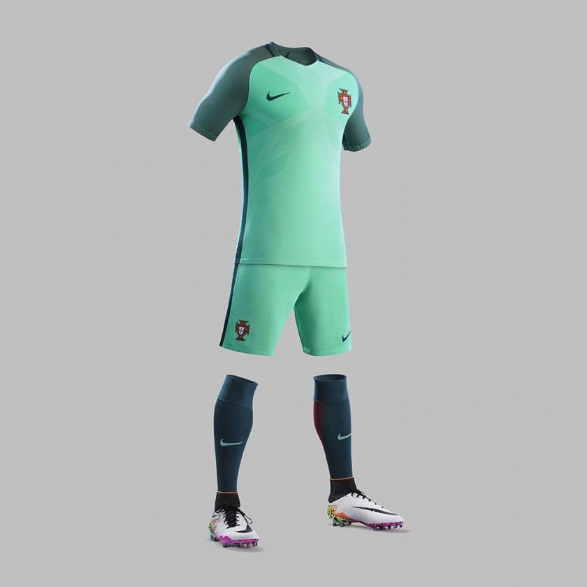 Portugal Auswärtstrikot, Shorts u. Stutzen für die EM 2016 von Nike
