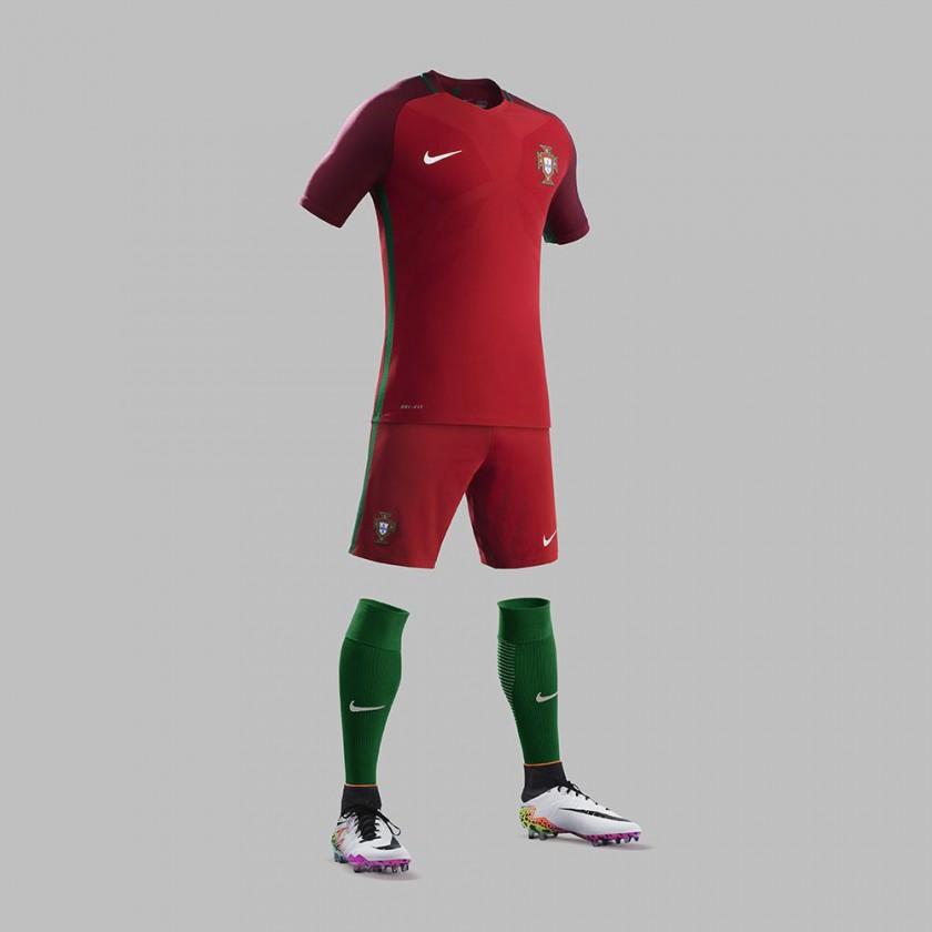 Portugal Heimtrikot, Shorts u. Stutzen für die EM 2016 von Nike