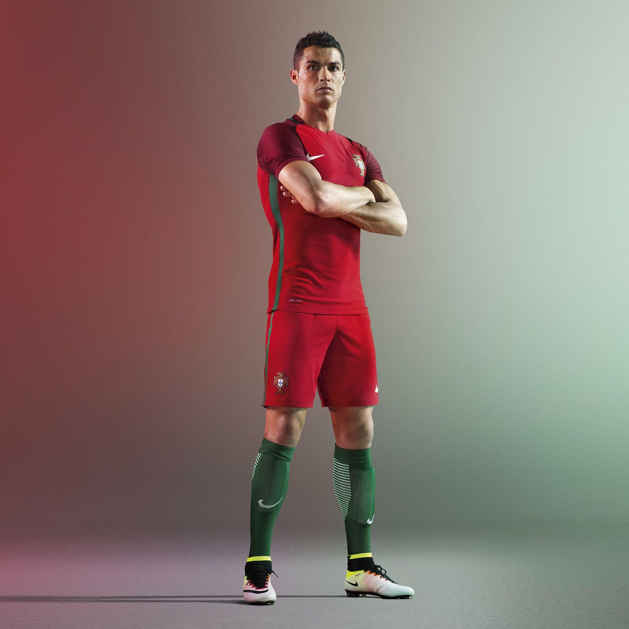 Bild Cristiano Ronaldo Im Heimtrikot Von Portugal Für Die Em 2016