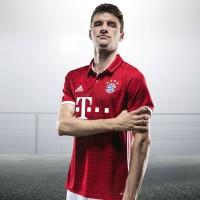 Thomas Mller im FC Bayern Mnchen Heimtrikot 2016/17 von adidas