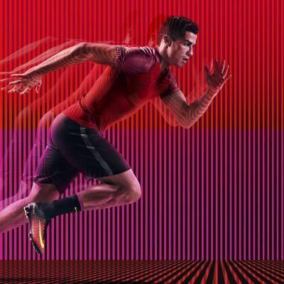 Cristiano Ronaldo sprintet in den Mercurial Superfly V Spark Brilliance Pack Fuballschuhen 2016 von Nike