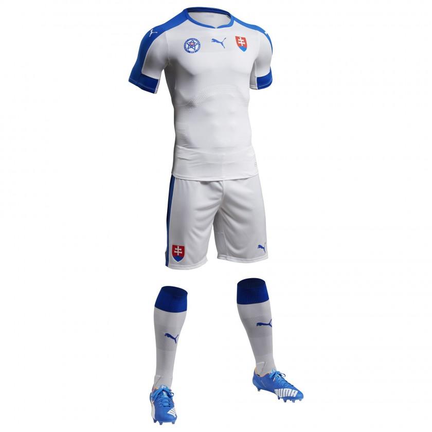 Slowakei Heimtrikot, Shorts u. Stutzen für die EM 2016 von Puma