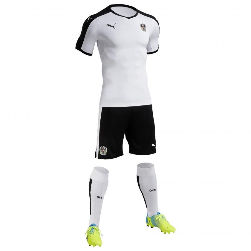 sterreich Auswärtstrikot, Shorts u. Stutzen für die EM 2016 von Puma
