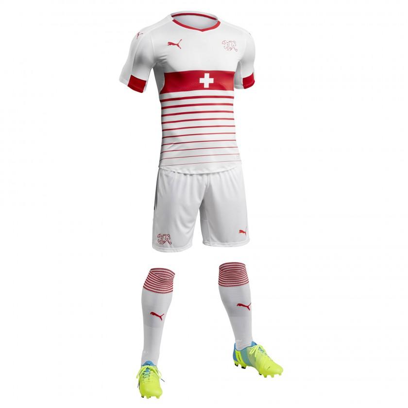 Schweiz Auswärtstrikot, Shorts u. Stutzen für die EM 2016 von Puma