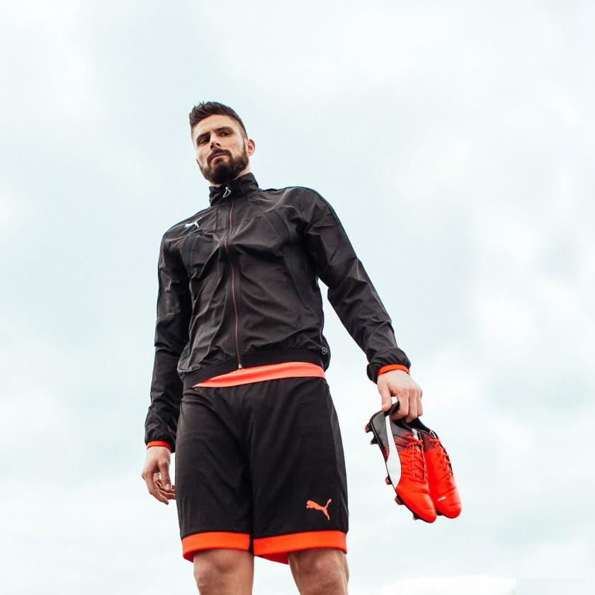 Oliver Giroud mit seinen evoPOWER 1.3 Fußballschuhen orange-black-white 2016 von PUMA
