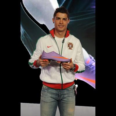 Cristiano Ronaldo mit dem Fuballschuh Mercurial Vapor Superfly II 2010 von Nike