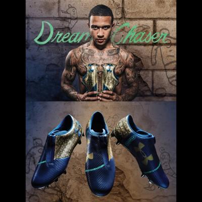 Memphis Depay prsentiert den Dream Chaser Fuballschuh vorne, seiten grn/gold 2017 von Under Armour
