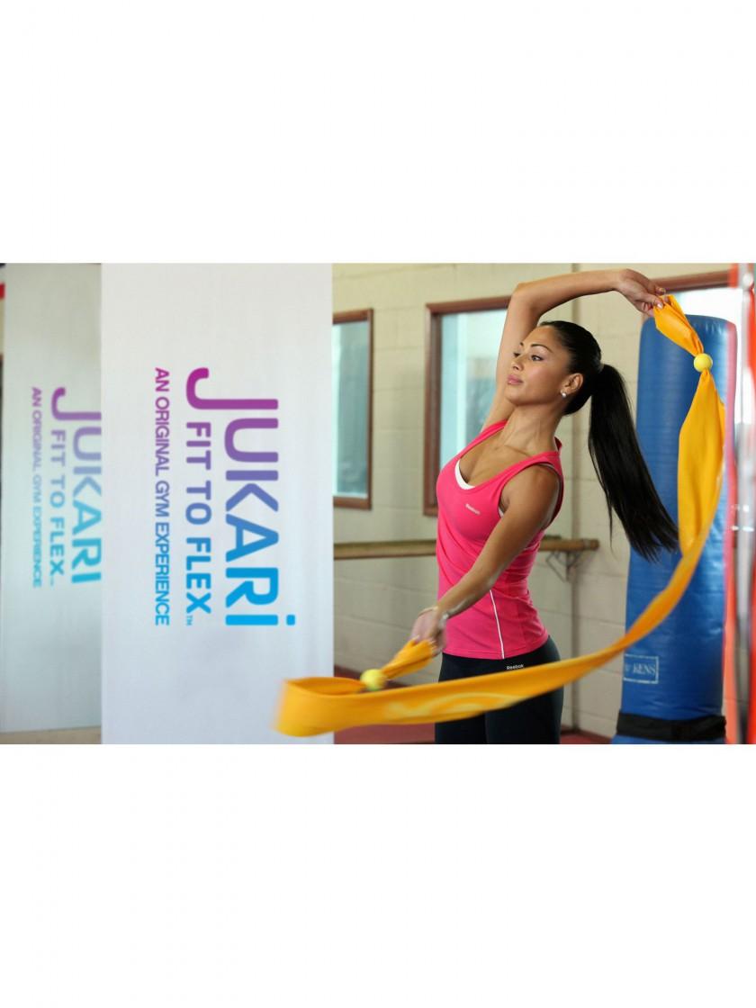 Nicole Scherzinger mit dem JUKARI Fitness-Band beim Workout JUKARI Fit to Flex