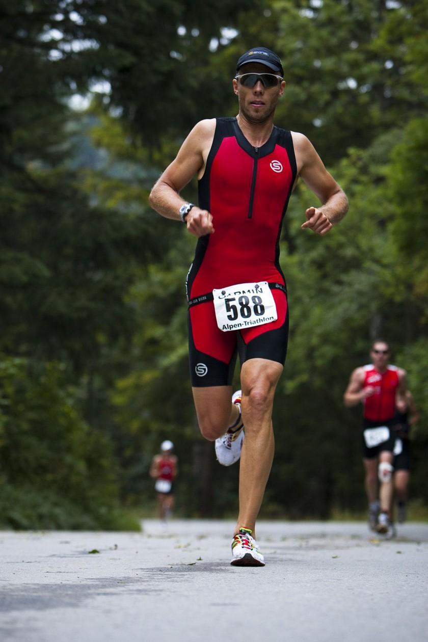 Triathlet im neuen TRI400 beim Alpen Marathon 2010 Laufen
