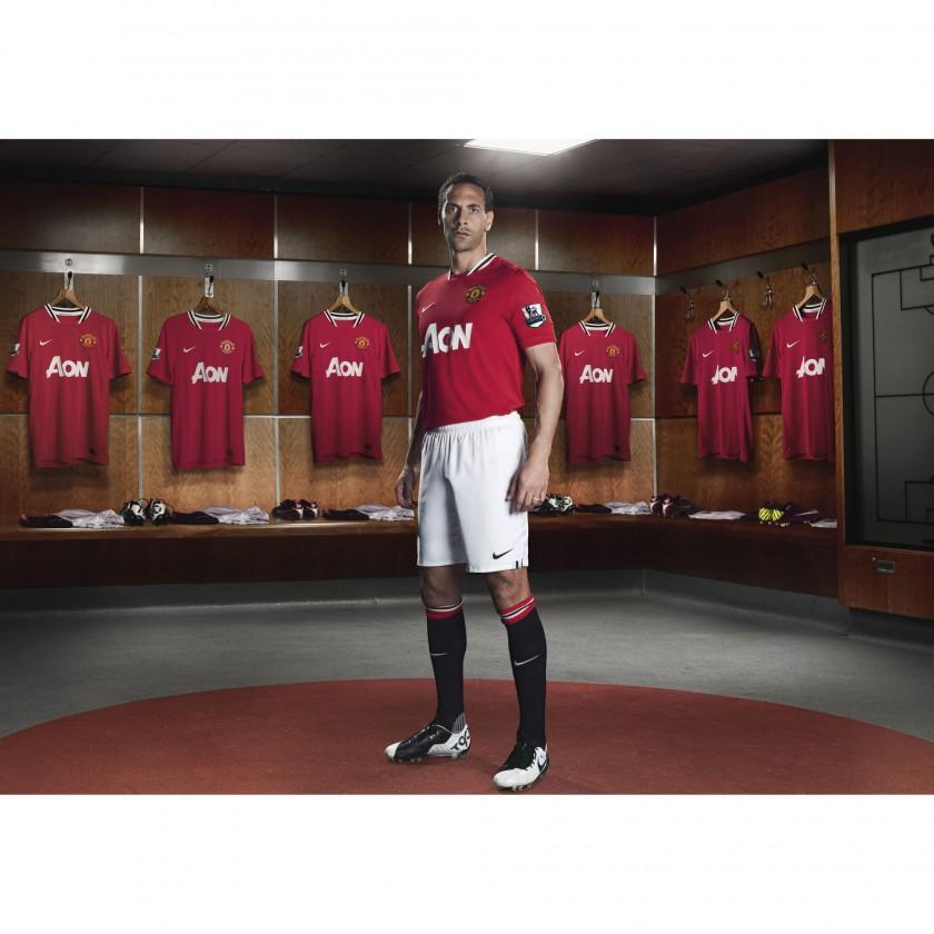 Rio Ferdinand von Manchester United im Nike Heimtrikot der Saison 2011/12