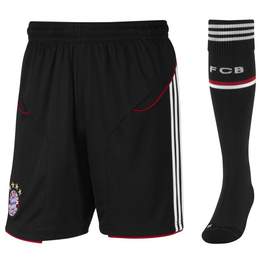Hose und Socken des International Outfits des FC Bayern München 2011/12