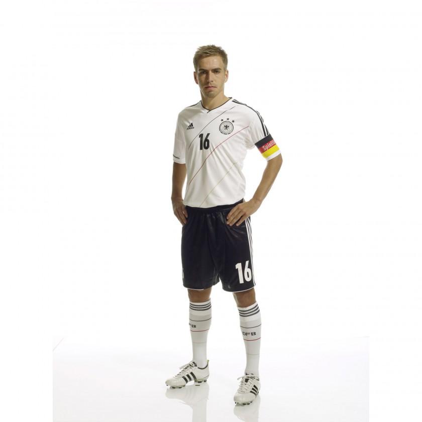 Philipp Lahm im neuen Heim-Trikot der dt. Nationalmannschaft für die EM 2012