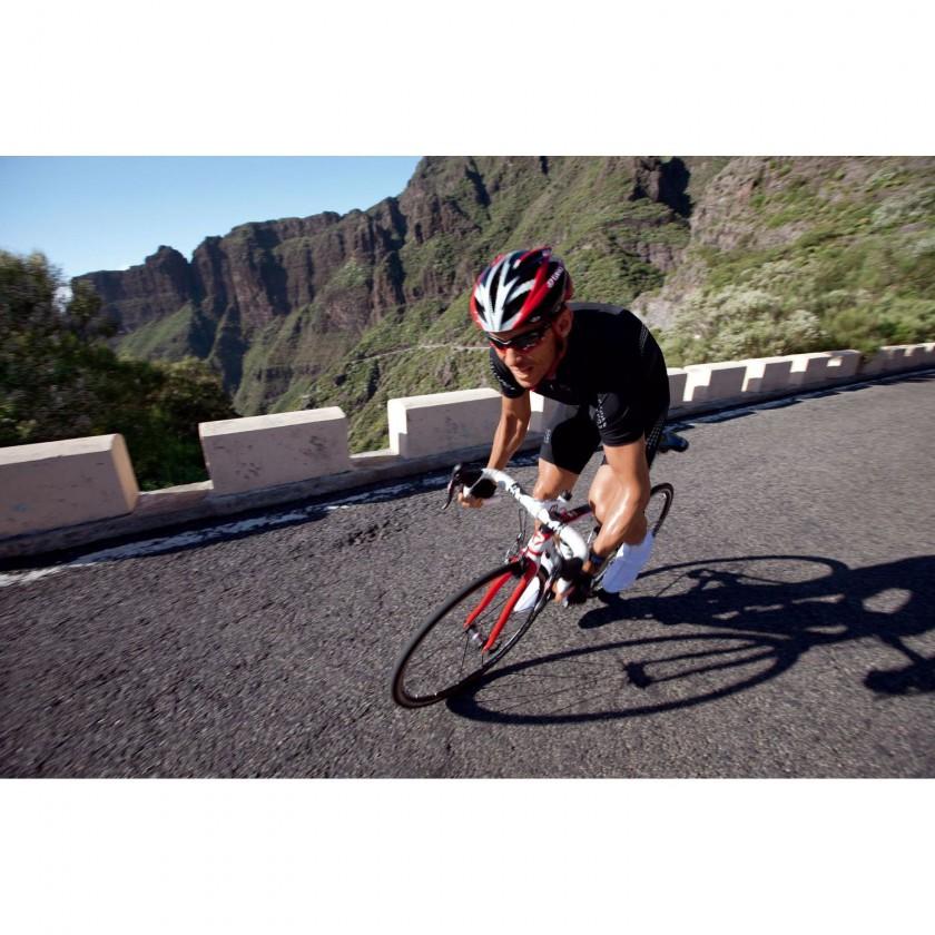 XENON-Linie für leistungsorientierte Langstrecken Rennradfahrer von GORE BIKE WEAR mit coldblack Technologie