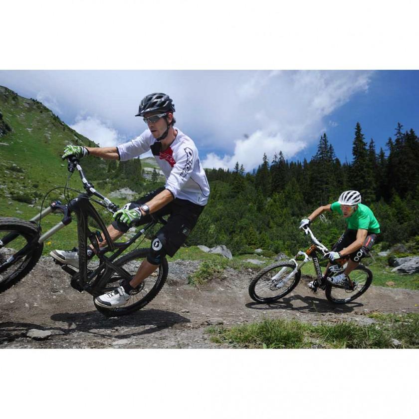 Mountainbike Action in QLOOM Shirts und Shorts 2012