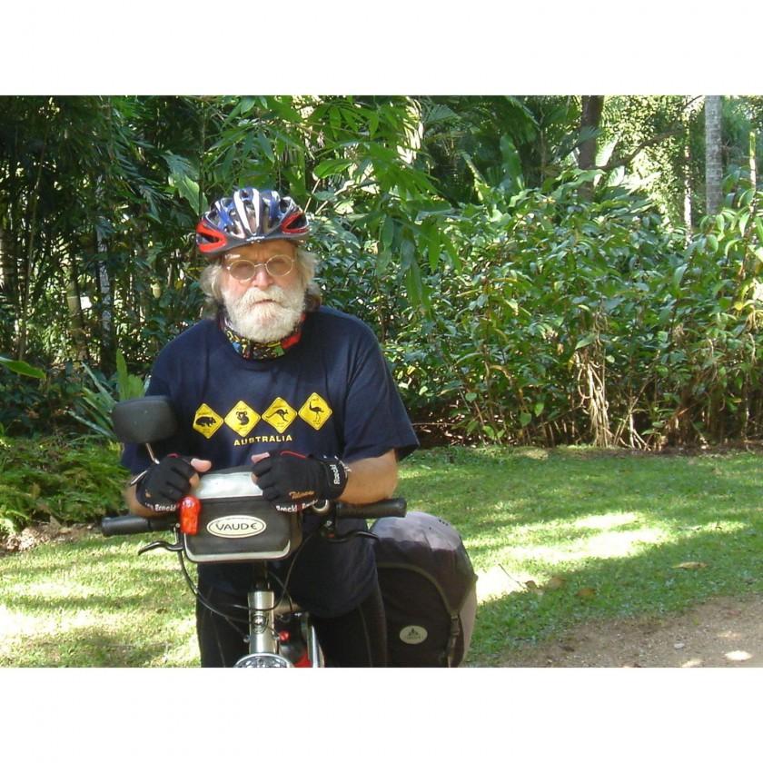 Radnomade Tilmann Waldthaler unterwegs mit Marathon Mondial Fahrradreifen 2012