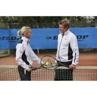 Die DUNLOP Teambekleidung wird in den klassischen Vereinsfarben wei, schwarz, rot und blau angeboten.