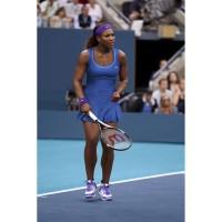 Serena Williams im Nike Rally Statement Dress und Air Max Mirabella III Tennis-Schuhen bei den Australian Open 2012