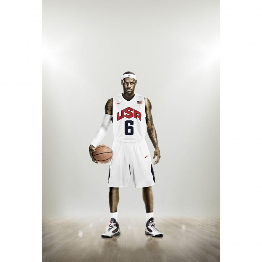 Lebron James in der Nike Hyper Elite Basketball Uniform Team USA 2012