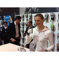 Maria Hfl-Riesch prsentiert ihr neue Handschuh-Kollektion 2012/13