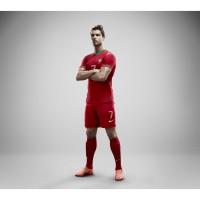 Portugals Nike Nationaltrikot-Home-Set 2012 prsentiert von Cristiano Ronaldo
