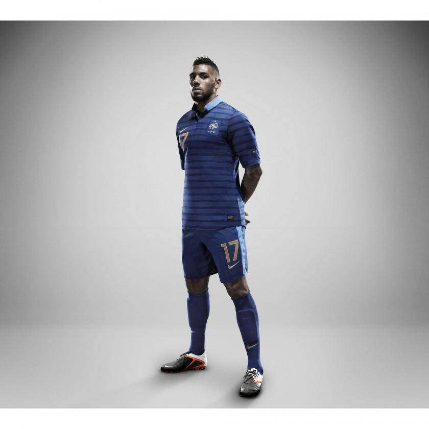 Frankreichs Nike Nationaltrikot-Home-Set 2012 prsentiert von Yann MVila