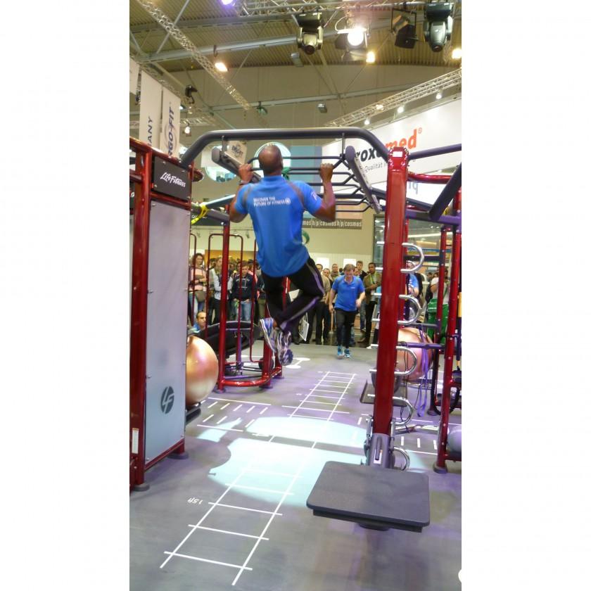Synrgy360 Trainingssystem Action auf der FIBO 2012 - Klimmzge