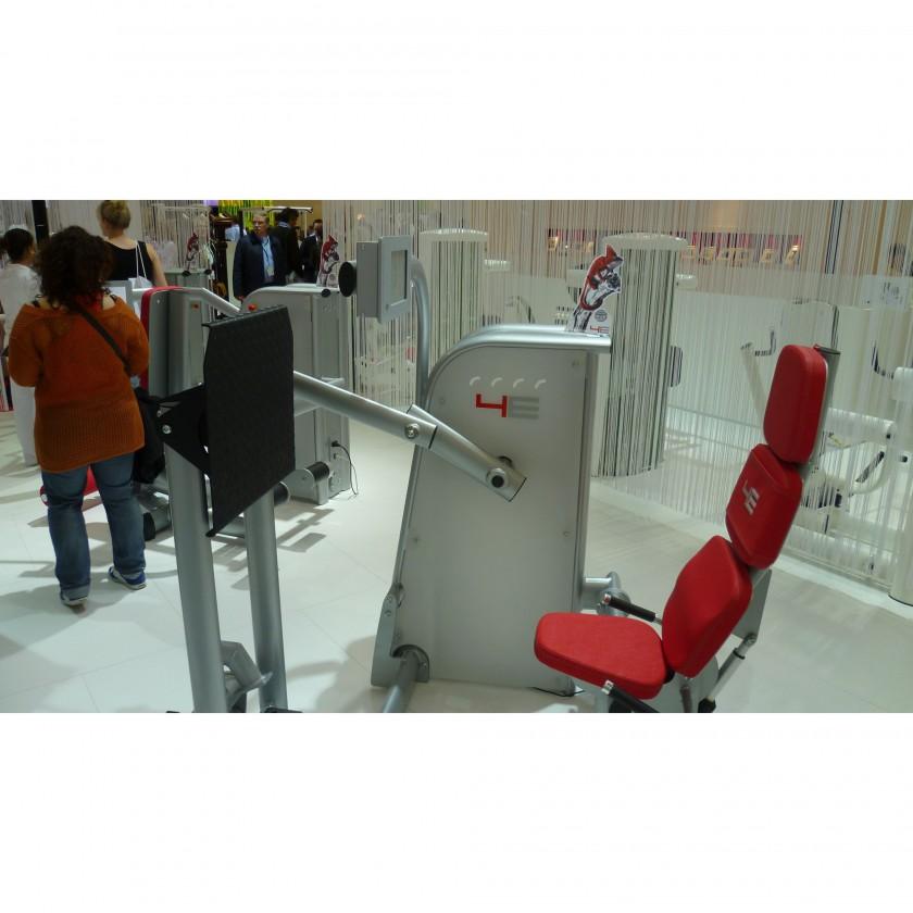 FIBO 2012: Motorisierte, isokinetische Kraftgertelinie 4E von gym80: Beinpresse