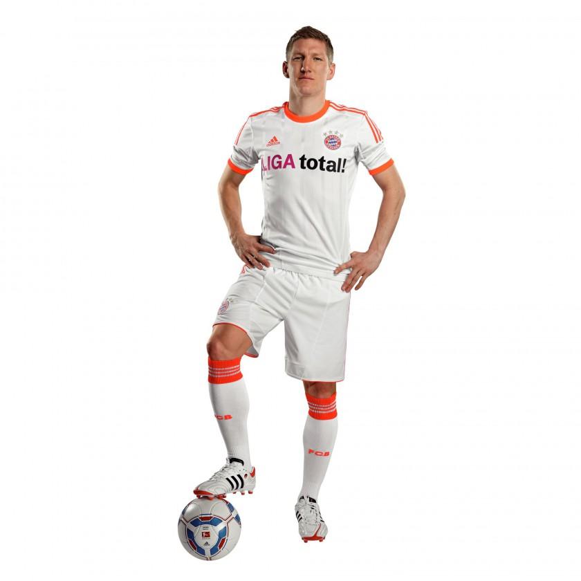 FC Bayern Mnchen: adidas Away-Trikot 2012/13 Bastian Schweinsteiger