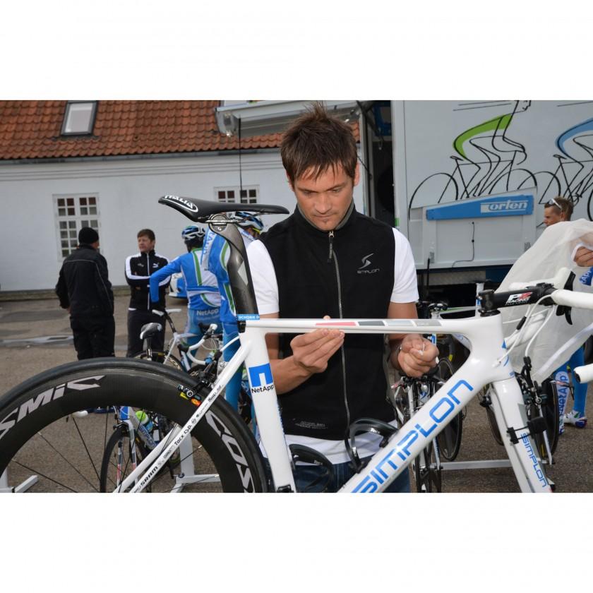 Alexander Steurer, SIMPLON Verantwortlicher Material Profisport, beim Vorbereiten des NEXIO fr den Renneinsatz beim Giro dItalia in Dnemark