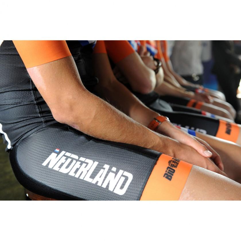 Niederländischer Radprofi in der Dyneema Bibshort 2013