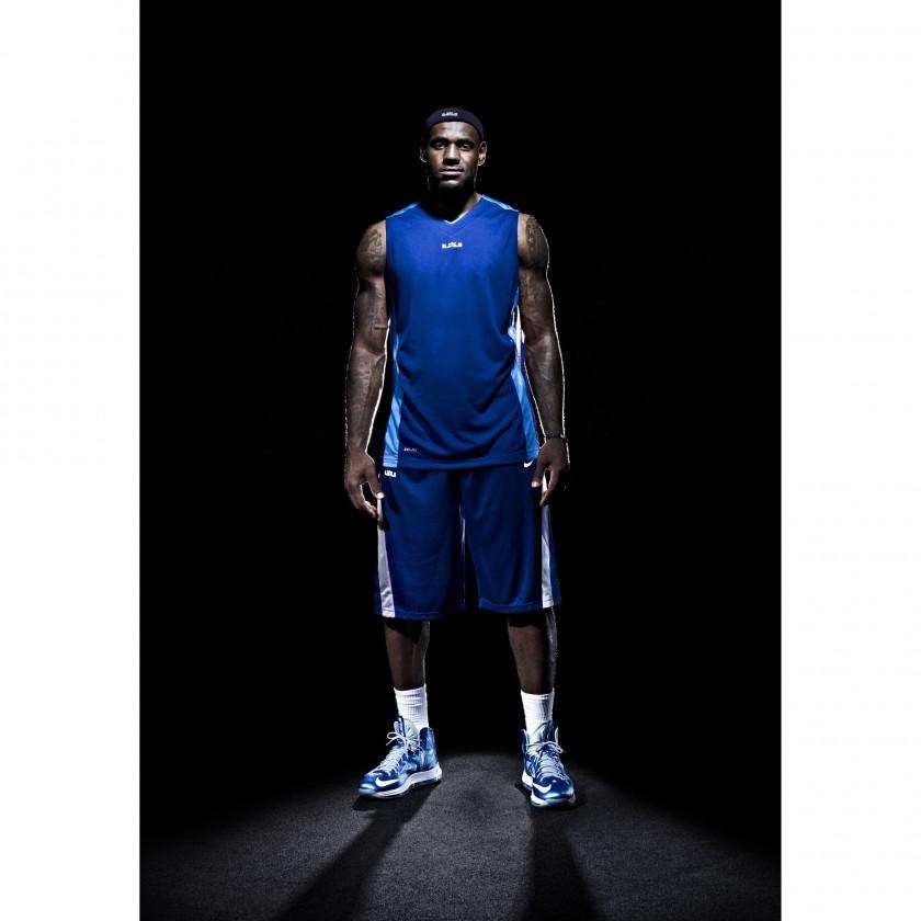 LeBron James in seinem LEBRON X+ Basketballschuh 2012