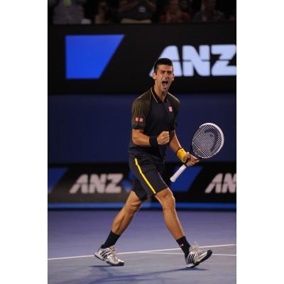 Australian Open Champion 2013 Novak Djokovic mit seinem neuen Head-Tennisschlger mit Graphene-Technologie