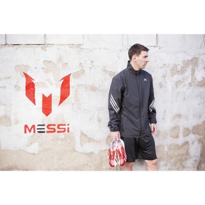 adidas play the Messi way-Kollektion: Lionel Messi und das Logo der Signature Linie 2013
