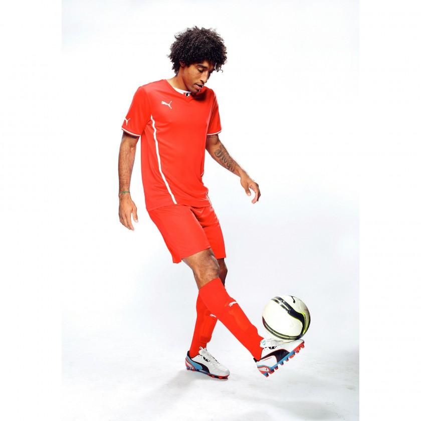 Dante im PUMA King FG Fußballschuh in white/black/blue am Ball 2013