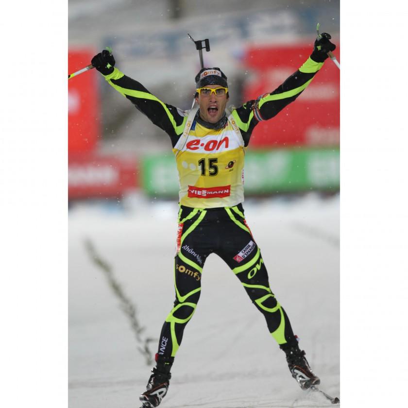 Martin Fourcade beim Zieleinlauf mit seiner Dust Sportbrille yellow Saison 2012/13 von JULBO