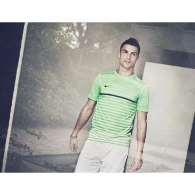 Cristiano Ronaldos in Shirt und Short seiner neuen CR7 Kollektion fr Sommer 2013 von Nike