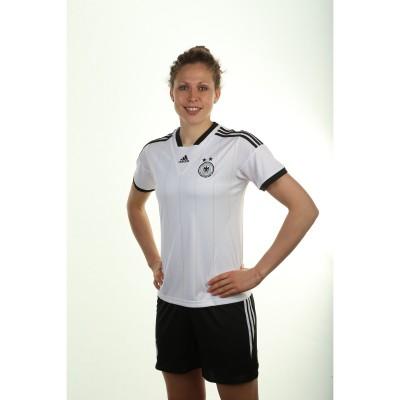 Kim Kulig im Heim-Trikot der DFB-Frauen fr die Europameisterschaft 2013 in Schweden von adidas