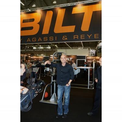 FIBO 2013: Andre Agassi prsentiert die C.O.D. Maschine 2013 von BILT by Agassi  Reyes